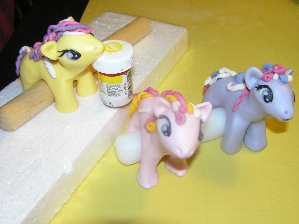 Как можно сделать пони из пластилина