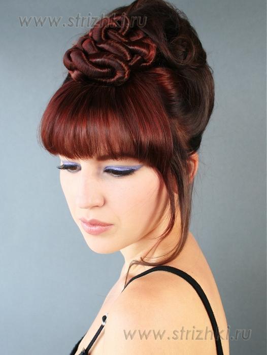 Красивая причёска в стиле валик.