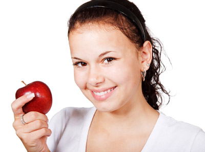 girl-with-red-apple-112979690098uy (400x296, 41Kb)