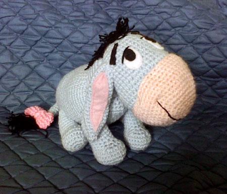 Amigurumi Disney Livre : Crochet pillow bed doll pattern - black tablecloth 90