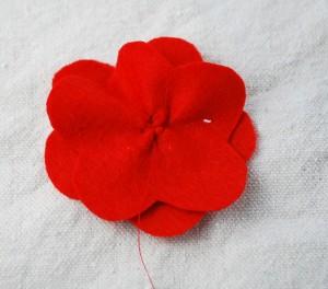 felt-flower-hair-clip-tutorial-009-300x264 (300x264, 19Kb)