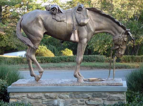 Монументы лошадям