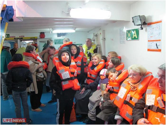 Спасенные туристы были временно размещены в порту