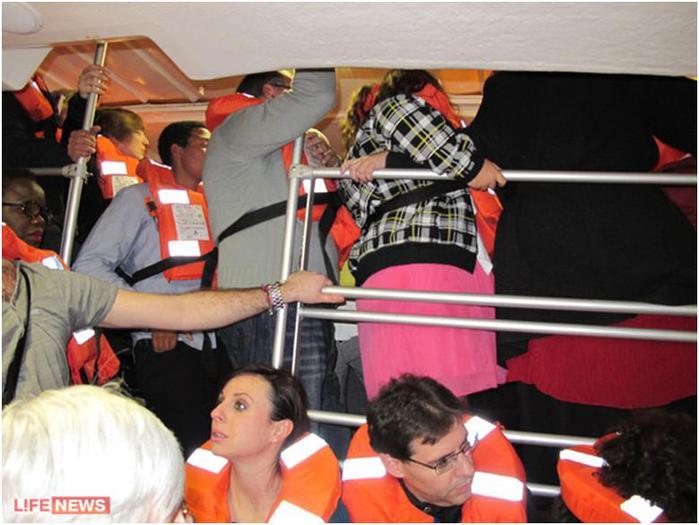 Пассажиры эвакуировались самостоятельно