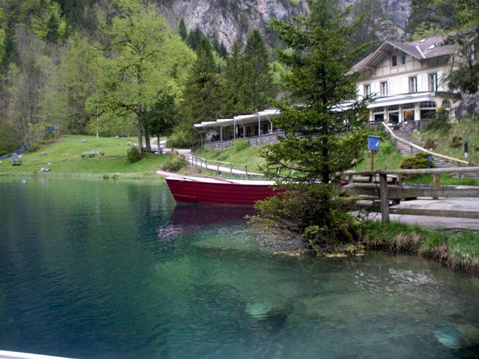 На холодно-синем стекле воды - Blausee 82862