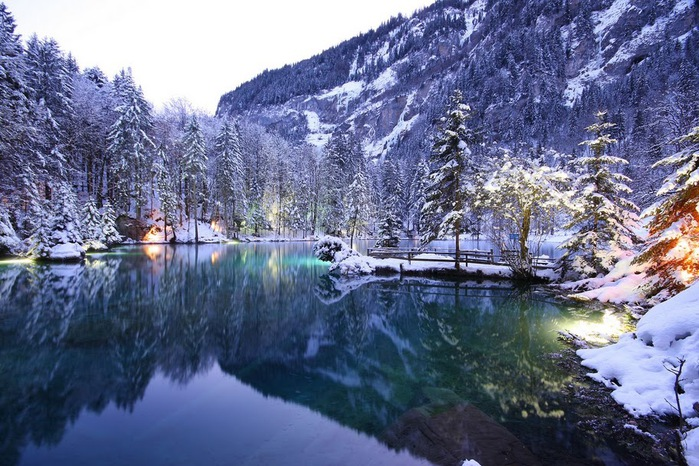 На холодно-синем стекле воды - Blausee 99295
