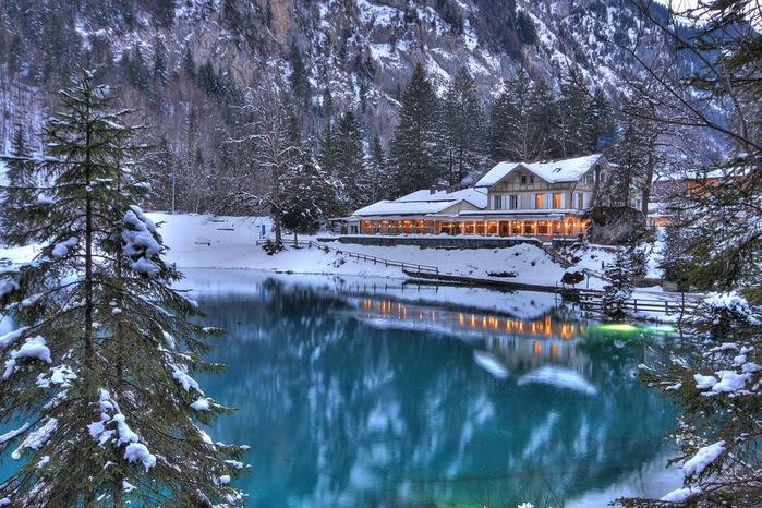 На холодно-синем стекле воды - Blausee 16788