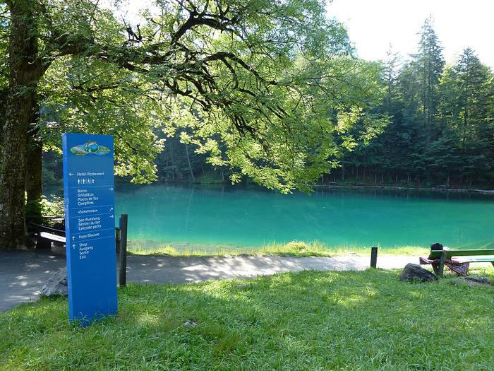 На холодно-синем стекле воды - Blausee 61234