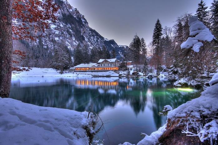 На холодно-синем стекле воды - Blausee 33110