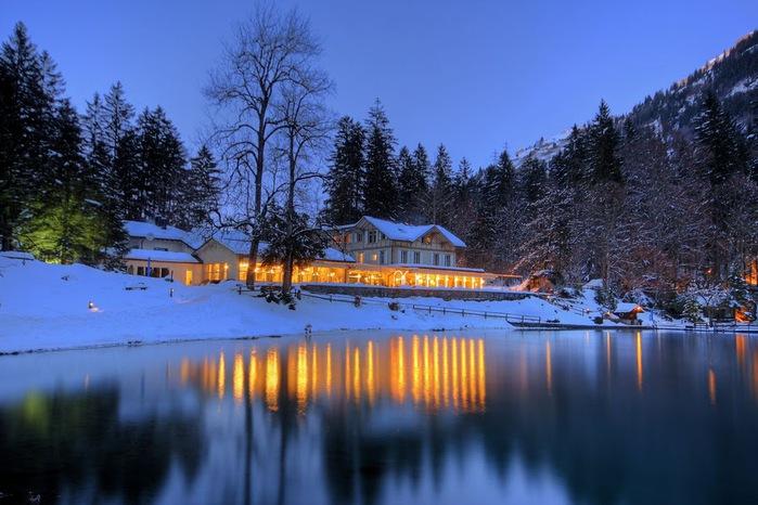 На холодно-синем стекле воды - Blausee 51411