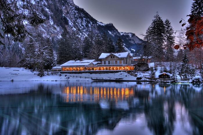 На холодно-синем стекле воды - Blausee 16618