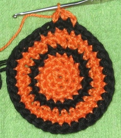 Как сделать незаметной смену цвета при круговом вязании крючком-подробно по фото- МК/4683827_20120117_182343 (410x465, 69Kb)