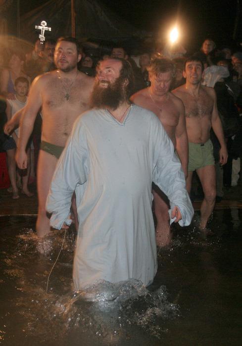 Купание в проруби на Крещение 2012. Фотографии
