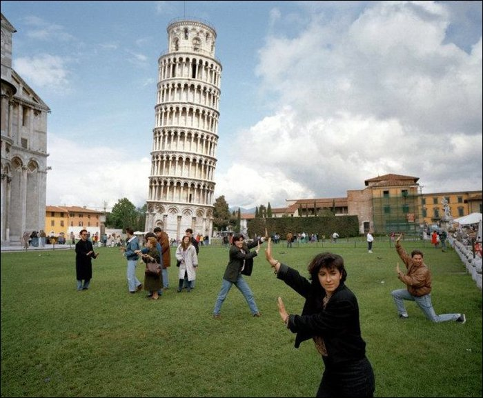 tourists-posing-01 (700x577, 89Kb)