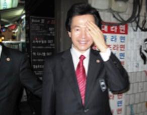 Колдун в президенты Ю.Кореи (292x229, 45Kb)