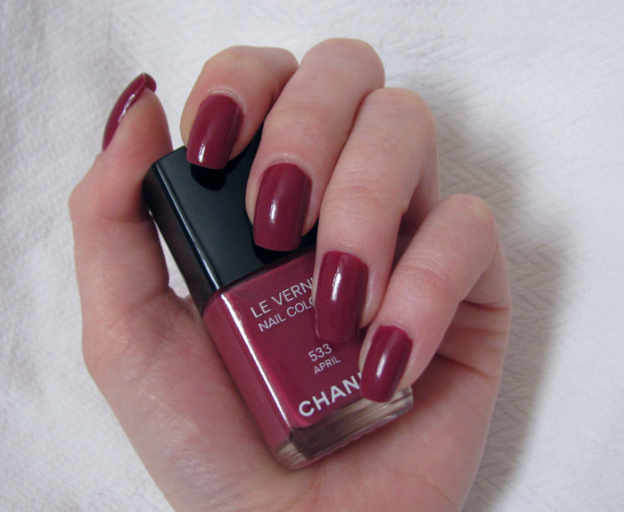 Chanel Le Vernis 533 April /3388503_Chanel_Le_Vernis_533_April_8 (700x574, 332Kb)
