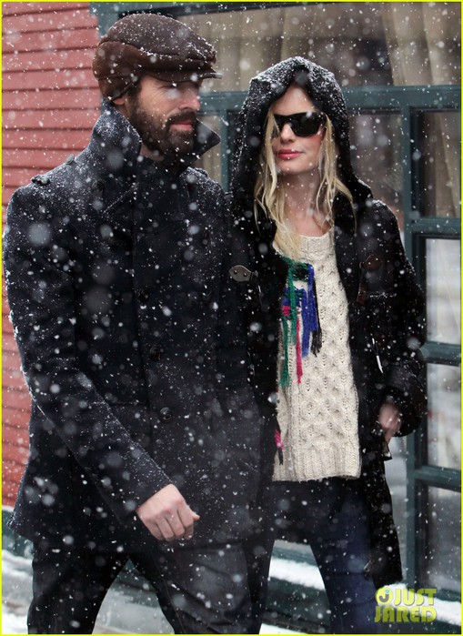 kate-bosworth-michael-polish-snowy-sundance-stroll-05 (509x700, 126Kb)
