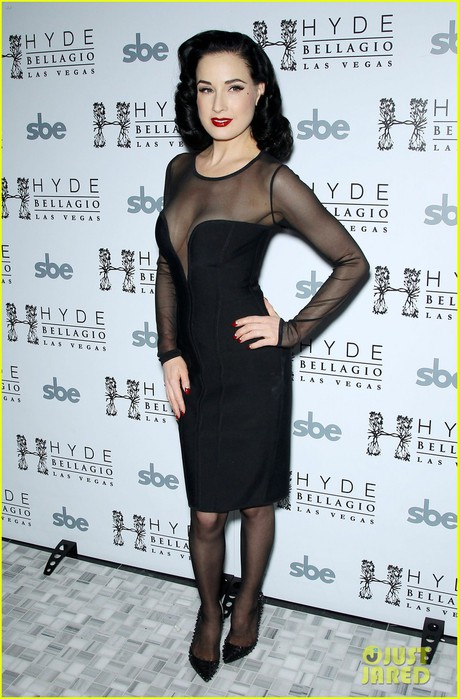 dita-von-teese-hyde-bellagio-performance-04 (459x700, 98Kb)