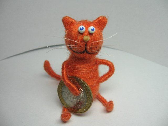 Кот из проволоки и ниток своими руками