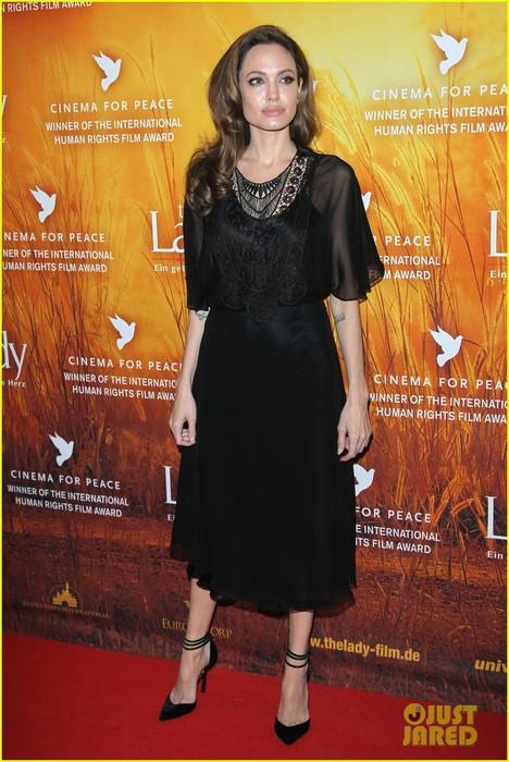 angelina-jolie-lady-premiere-berlin-film-festival-06 (468x700, 107Kb)