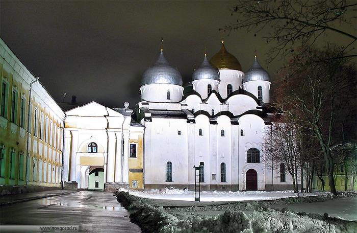 Новгородский Софиийский Собор (700x456, 146Kb)
