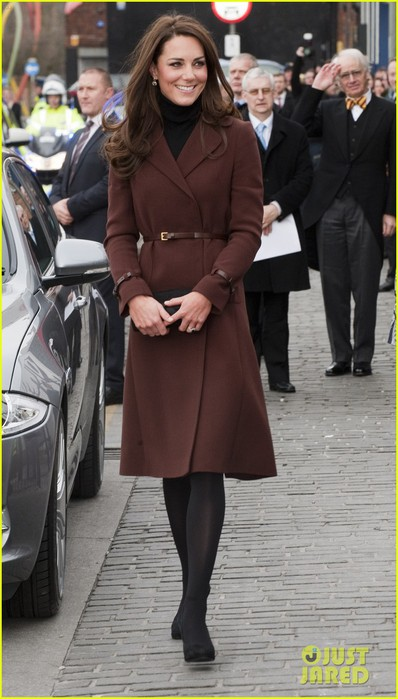 catherine-duchess-liverpool-visit-07 (398x700, 77Kb)