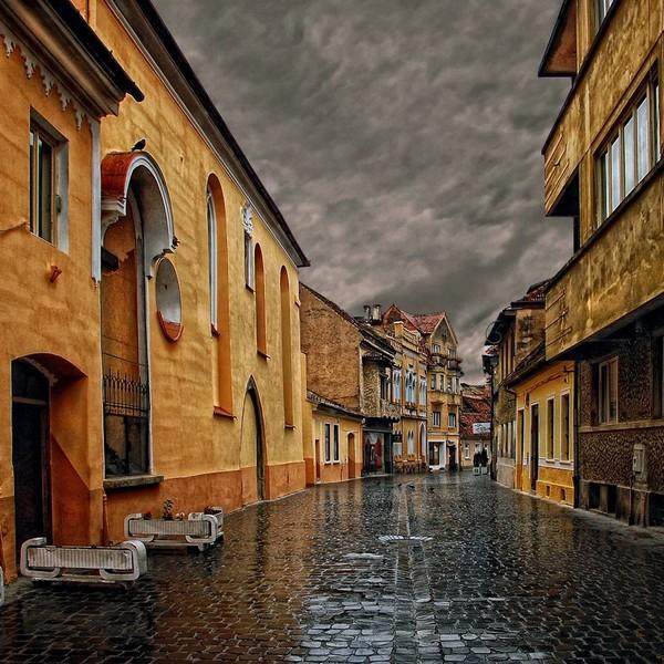 16 дождливый день в городе Брашов, Румыния (600x600, 136Kb)