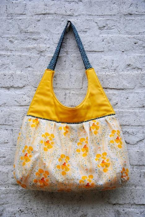 Хотите сшить такую красивую сумку.  Смотрите как это сделать в.
