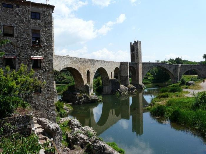 800px-Бесалу,_римский_мост,_Испания (700x525, 153Kb)
