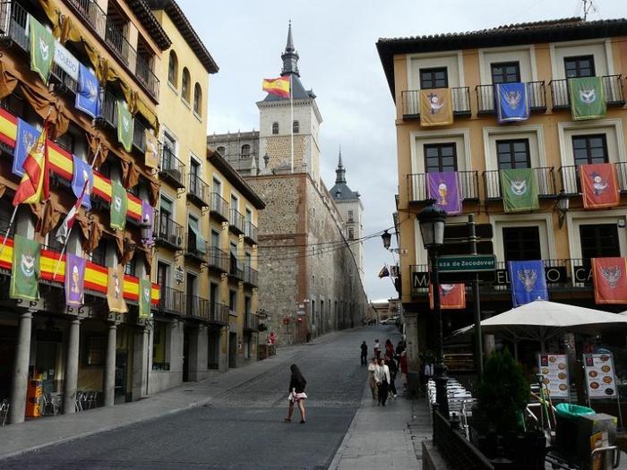 800px-Главная_площадь_в_Толедо,_Испания (700x525, 168Kb)