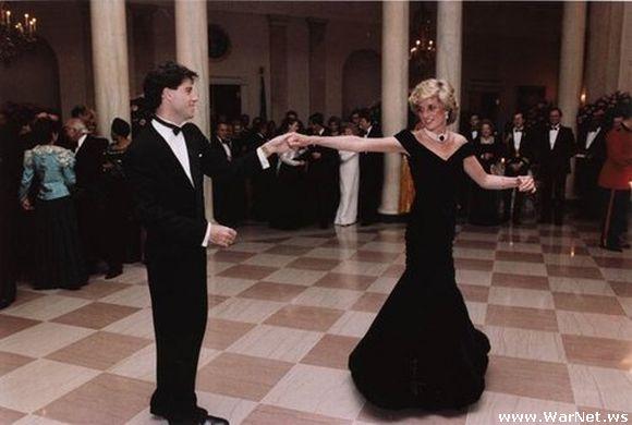 Диана танцует с Джоном Траволтой (580x390, 32Kb)