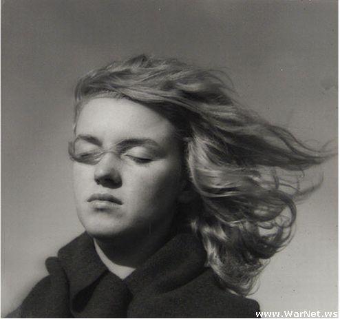 Норма Джин Мортенсен в 1946 году (494x463, 25Kb)