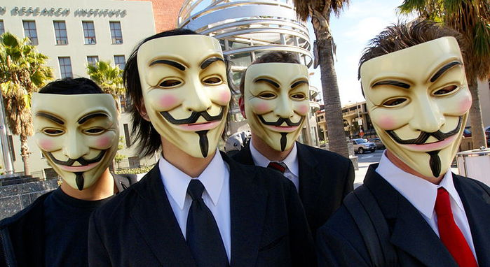 800px-anonymous_at_scientology_in_los_angeles (700x382, 68Kb)