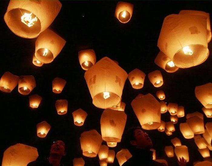 Красивые небесные фонарики над вашим городом 1 (700x549, 82Kb)
