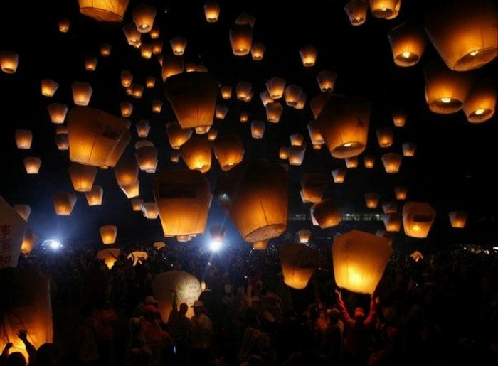 Красивые небесные фонарики над вашим городом 3 (700x515, 72Kb)