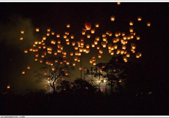 Красивые небесные фонарики над вашим городом 7 (700x487, 81Kb)