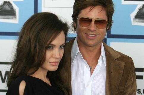 Дом Анджелины Джоли и Бреда Питта обыскал наряд полиции и вертолет