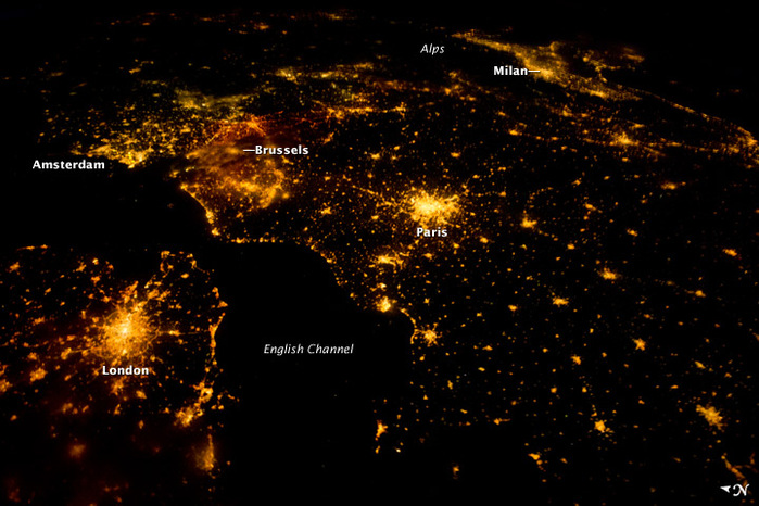 Ночная Европа-маленькая (700x466, 142Kb)