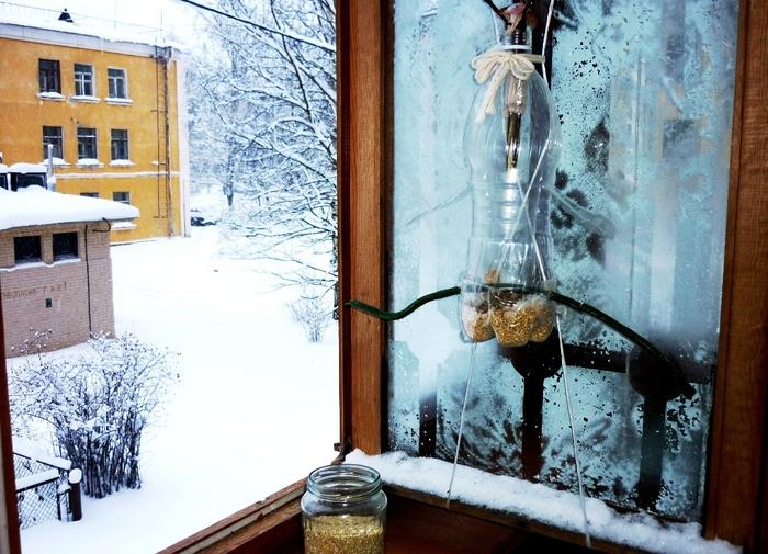 Кормушки для птиц своими руками на балконах 37