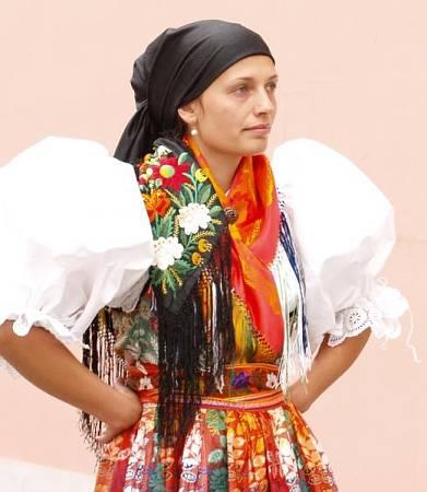Вы думаете платок носят только мусульманки?