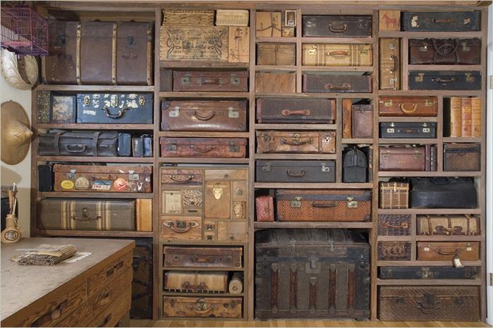 Gail_Rieke_suitcase-wall (700x465, 367Kb)