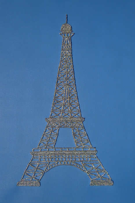 вышила Эйфелеву башню.