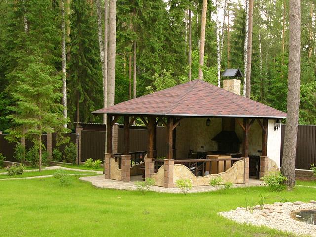 Ее устройство определяет конструктивное решение беседки.  Часто в качестве основного элемента крыши используют...