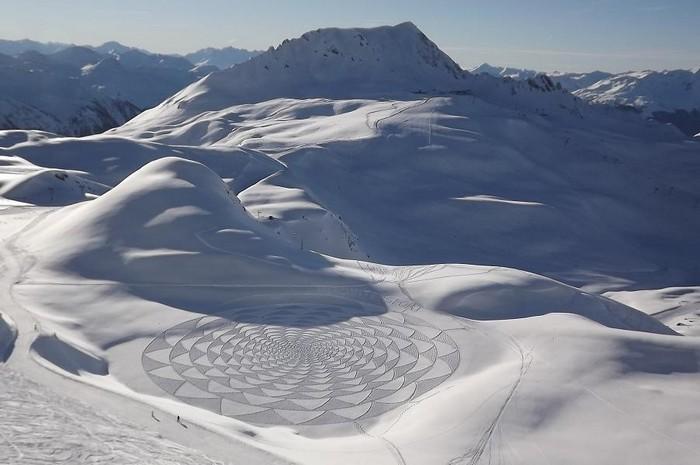 Современный французский художник Симон Бек и его узоры на снегу 7 (700x465, 68Kb)