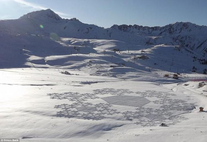 Современный французский художник Симон Бек и его узоры на снегу 13 (700x481, 80Kb)