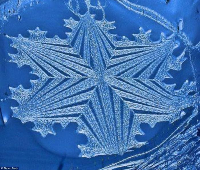 Современный французский художник Симон Бек и его узоры на снегу 17 (700x596, 136Kb)