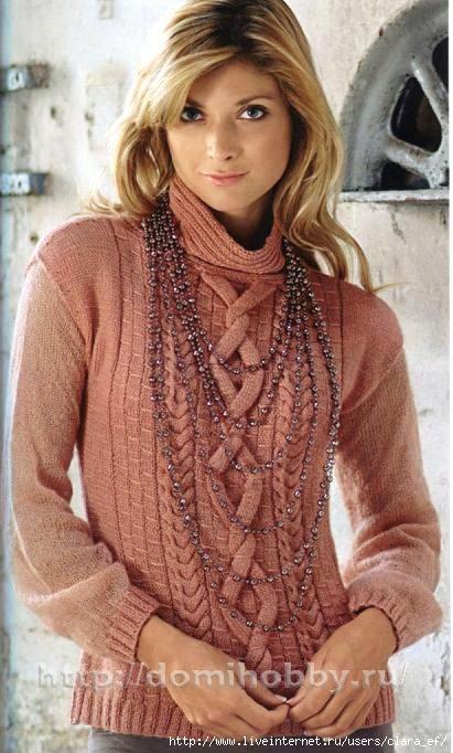 Вязаный свитер спицами.
