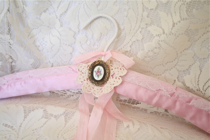 flower brooch far (700x466, 92Kb)
