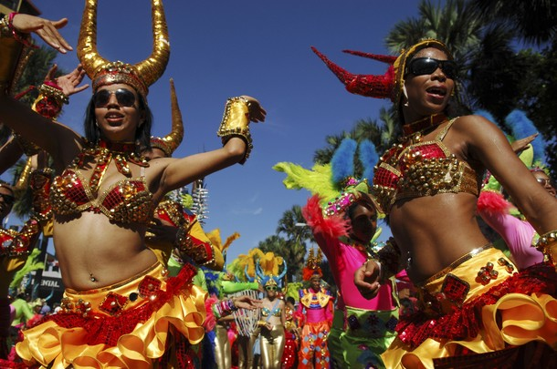 Карнавал в Санто-Доминго (carnival in Santo Domingo), 4 марта 2012 года/3327457_325 (610x405, 94Kb)