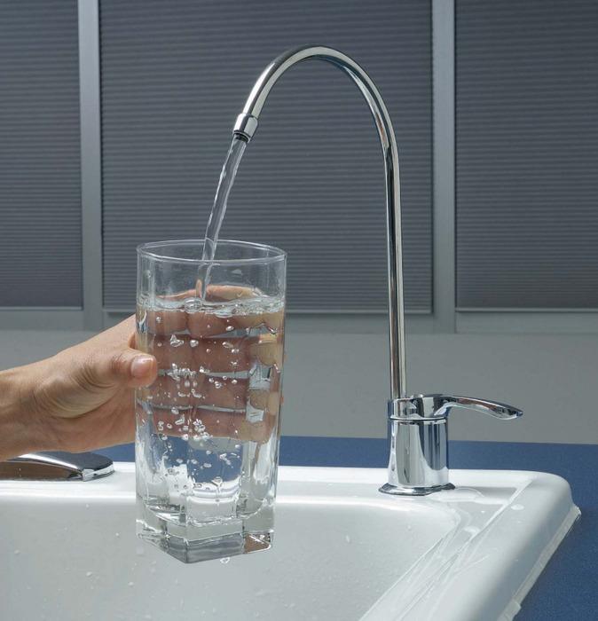 Подача воды в дом. Улучшаем жилищные условия на даче.